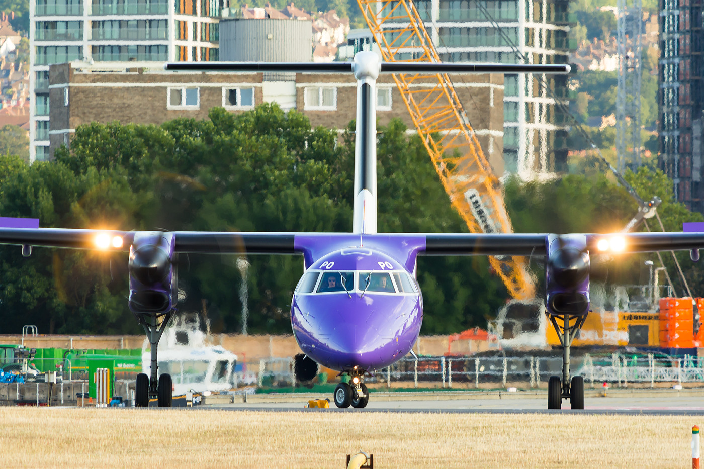Face to face with this Flybe Dash8.