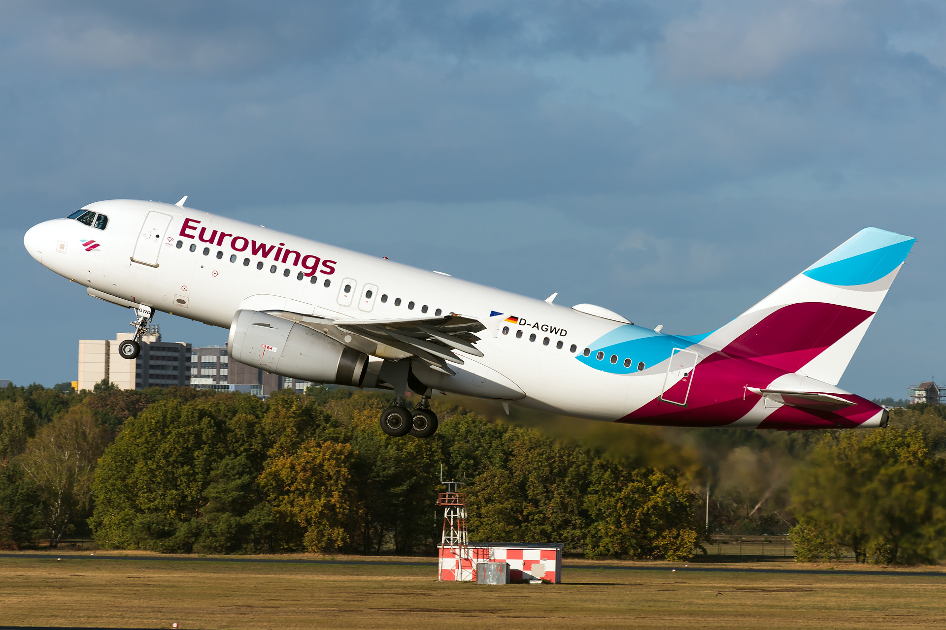 Eurowings - A319 departures in perfect light conditions.