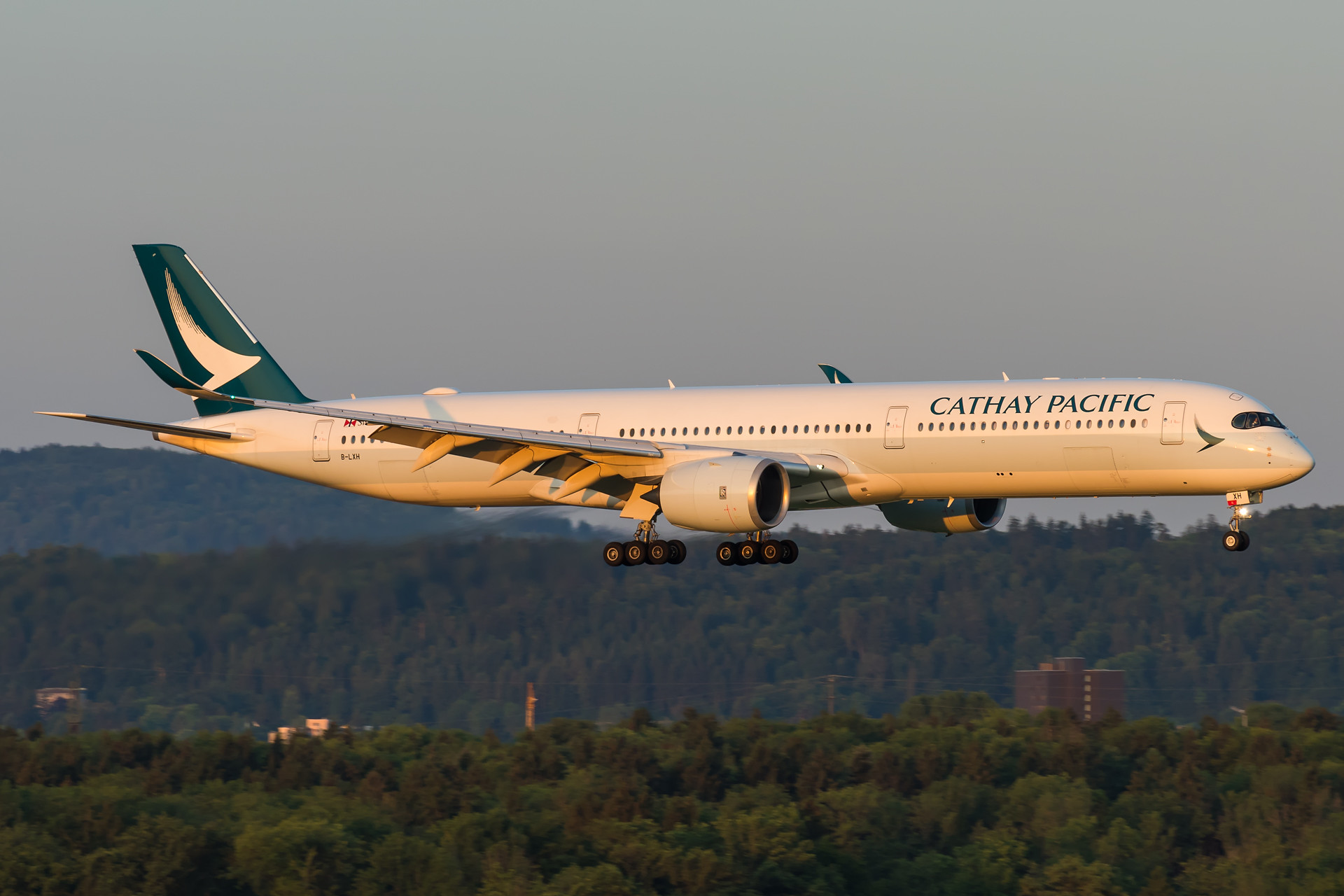 Cathay Pacific Airbus A350-1041 B-LXH