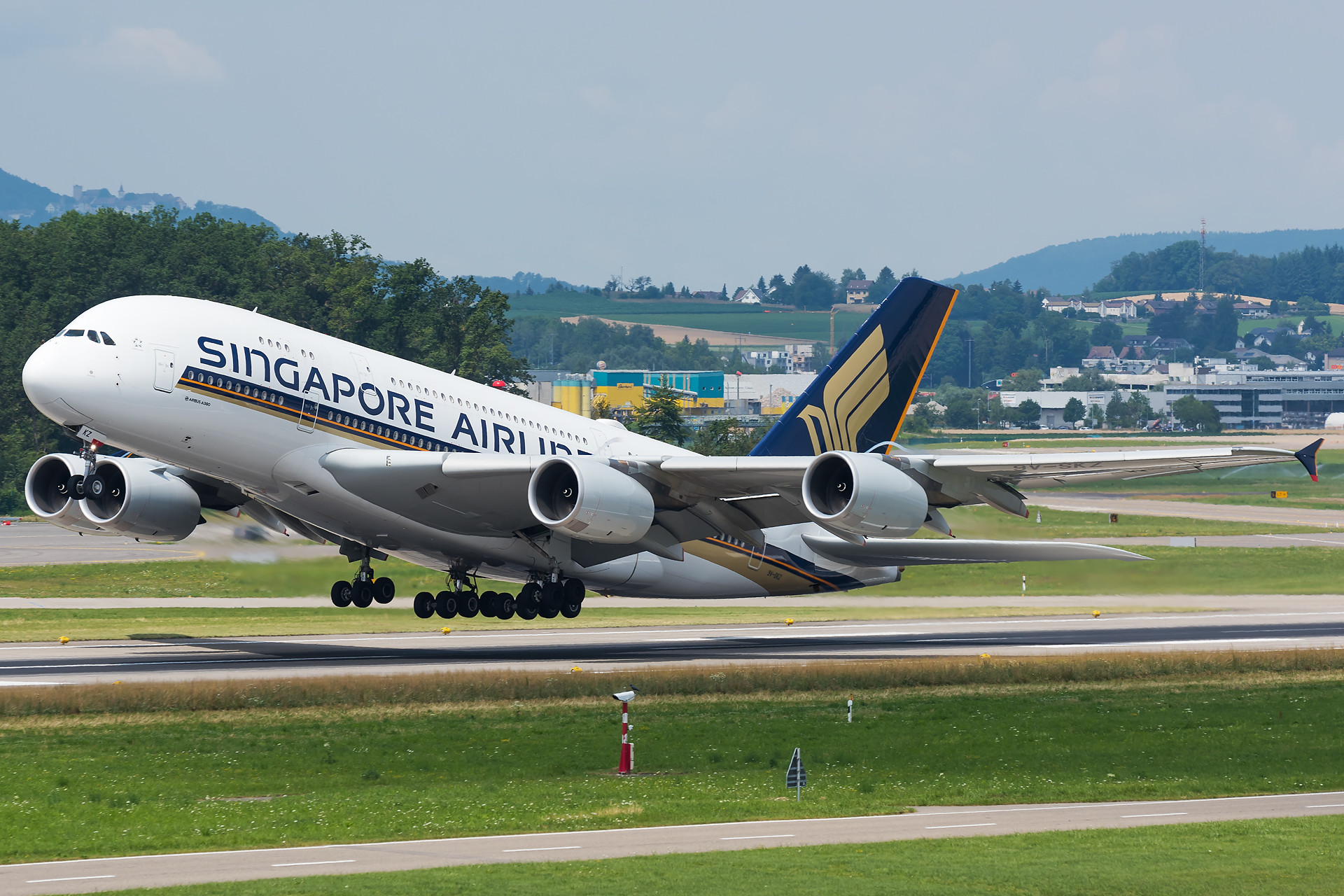 Singapore Airlines Airbus A380-841 9V-SKZ